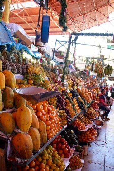 Le marché - Les pyramides de fruits